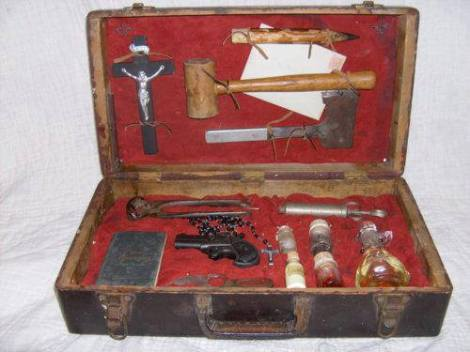 Incredible Vampire Hunting Kit From The 1800′s