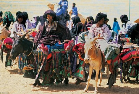 29C6FE9E00000578-3131511-Opinions_The_Tuareg_women_seen_here_arriving_at_the_Tuareg_Polit-a-13_1435129466339