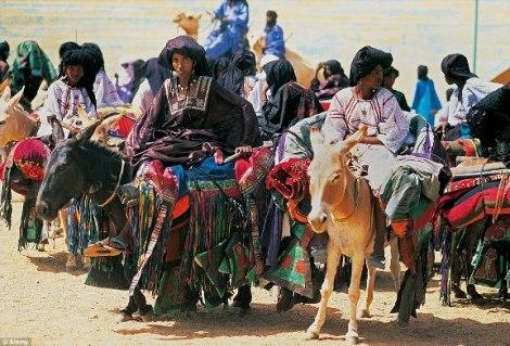 29C6FE9E00000578-3131511-Opinions_The_Tuareg_women_seen_here_arriving_at_the_Tuareg_Polit-a-13_1435129466339